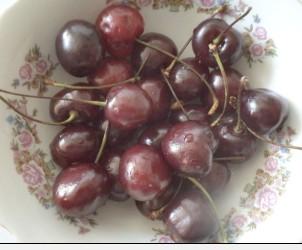 раняя ягода черешня