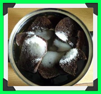 Сухари и сахар в воде кипятим