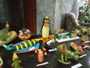 Поделки из овощей сделали в детском саду воспитатели с детьми