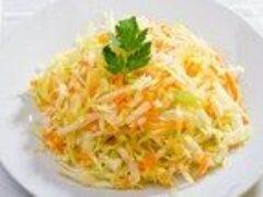 Салат из свежей капусты полезен для здоровья