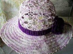 Летняя шляпа крючком связана из хлопчатобумажных ниток